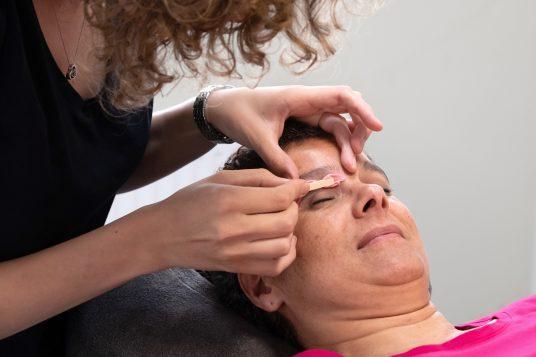 Wenkbrauwen shapen Professional Beauty Apeldoorn